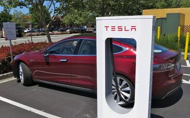 Nielen Holandsko, ale už aj Nórsko plánuje zakázať predaj áut na fosílne palivá. Elon Musk je nadšený
