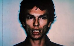 Night Stalker vraždil spiacich mužov a znásilňoval ich ženy. Na stehno starenky nakreslil rúžom pentagram