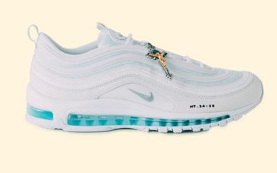 """Nike """"Ježišove topánky"""", ktoré obsahujú svätenú vodu, sa vypredali za pár minút. Majitelia na nich zarábajú tisíce eur"""