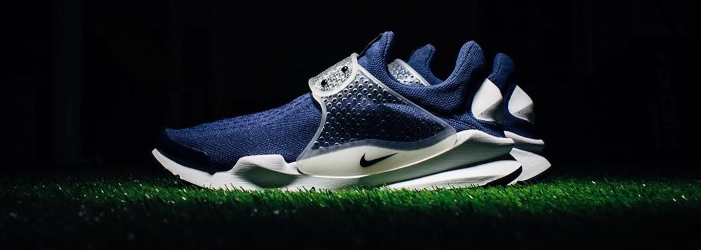 Nike Sock Dart v šedé a modré jako učebnicový příklad jarních tenisek