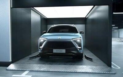 """NIO chce odstrániť najväčší nedostatok elektromobilov. Novú a nabitú batériu dostaneš na """"čerpačke"""" za menej než 3 minúty"""