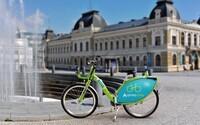 Nitra je ďalším slovenským mestom so zdieľanými bicyklami! Uložené sú v desiatich stanovištiach a požičať si ich môžeš za symbolickú sumu