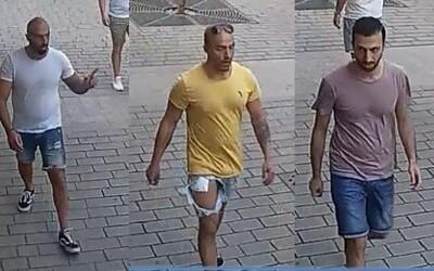 Nizozemci, kteří napadli v Praze číšníka, stanuli před soudem. Hrozí jim 18 let natvrdo