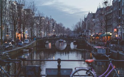 Nizozemsko plánuje zavést speciální koronavirový pas. Lidé díky němu budou moci jít na koncerty či do kina