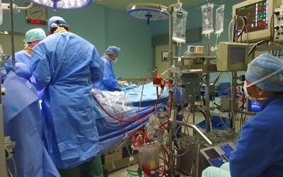 Noc, na ktorú nikdy nezabudne: Po 18 hodinách spánku mu praskol močový mechúr, okamžite ho museli operovať