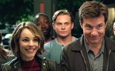 Nočná hra je príjemným prekvapením. Ak sa chcete slušne zabaviť na kvalitnej komédii, bežte na ňu do kina (Recenzia)