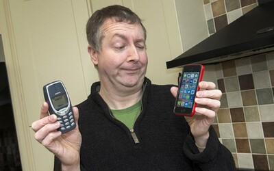 Nokia 3310 přežila jeho vojenské mise v Iráku či Afghánistánu a i dnes ji stačí nabít jen jednou za 10 dní. Dave by ji za nic nevyměnil