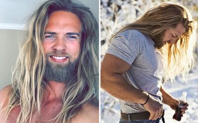 Nórsky námorník alebo novodobý Viking? Na Lassem môžu ženy aj oči nechať, keď zbadajú jeho severský vzhľad