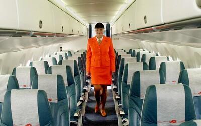 Noste plenky, radí letecký úřad čínským letuškám a stevardům. Mají je uchránit před koronavirem