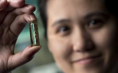 Nová batéria od šikovnej študentky dokáže poháňať smartfón alebo laptop až niekoľko stoviek rokov