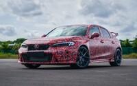 Nová Honda Civic Type R začíná vystrkovat růžky. Automobilka má opět v plánu stanovit rekord na slavném okruhu