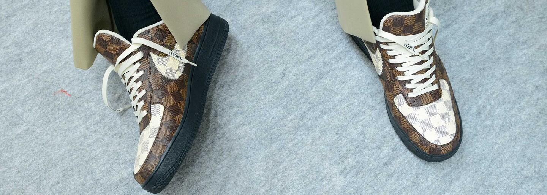 Nová kolekcia Louis Vuitton je splneným snom resellerov. Ponúka Nike Air Force 1 s monogramom, ale aj hokejové rukavice a chrániče