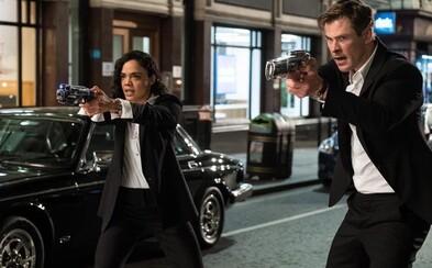Nová verze Men in Black dorazila s prvním obrázkem. Duo agentů si zahrají Chris Hemsworth a Tessa Thompson