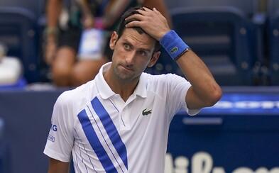 Novak Djokovič reaguje na vyloučení z US Open poté, co nechtěně napálil míček do krku rozhodčí
