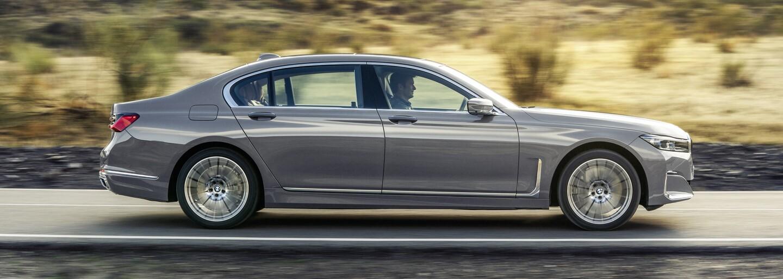 Nové BMW 7 dostalo nielen obrovské obličky, ale opäť aj majestátnu V12-ku