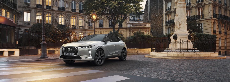 Nové DS 4 chce konkurovat Mercedesu. Kromě atraktivních tvarů zaujme netypickou palubovkou
