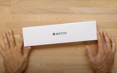Nové hodinky Apple Watch by měly mít větší displej a ploché strany. Designem by se měly podobat iPhonu 13