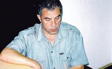 Novinár písal o sériových vraždách, ktoré mal sám na svedomí. Svoje obete škrtil telefónnym káblom