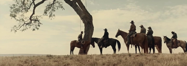 Novinka od bratov Coenovcov ťaží z vynikajúcich hercov, humoru, akcie, brutálností a absurdných westernových scén (Recenzia)