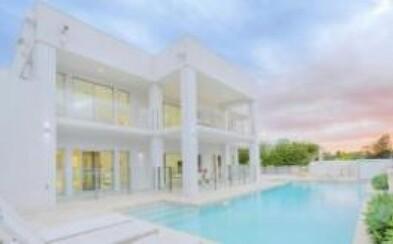 Novodobý luxusný biely dom