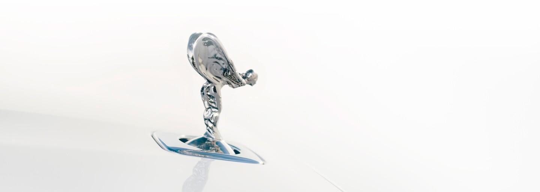 """Nový """"baby"""" Rolls-Royce je realitou. Oázu luxusu a pokoja naďalej poháňa 6,75-litrová V12-ka"""
