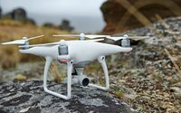 Nový dron Phantom 4 od DJI dokáže letieť rýchlosťou až 70 km/h a vďaka senzorom vidí okolité prekážky