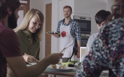 Nový konflikt na slovenskej reklamnej scéne? Dva konkurenčné obchodné reťazce si zo seba vzájomne uťahujú v reklamných spotoch