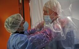 Nový liek na COVID-19 vyliečil 29 z 30 pacientov do piatich dní od podania. Dokáže predchádzať smrteľnej reakcii imunity
