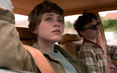 Nový teenagerský hit od Netflixu? Hvězda z hororu It zažívá přerod v superhrdinku v depresivním světě