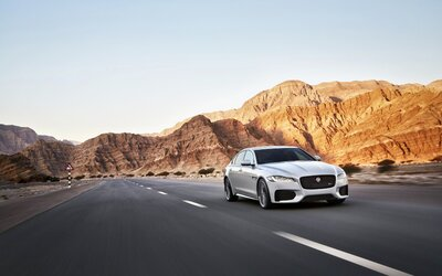 Nový, veľkolepo predstavený Jaguar XF s atraktívnym dizajnom a najnižšou váhou v triede je tu!