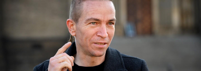 Nový volební průzkum: Piráti a STAN první, do Sněmovny by se poprvé dostala i Přísaha Roberta Šlachty