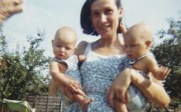 O panictvo prišiel dvakrát s tou istou babou. Malé dvojičky znásilňovala mama, ale jeden z nich všetko ako 18-ročný zabudol