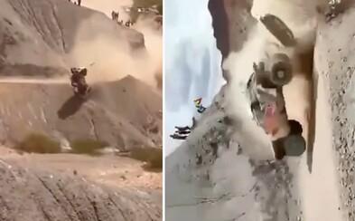 O vlások unikol smrti pretekár aj diváci. Legendárny  Carlos Sainz na Dakare nezvládol zákrutu a vozidlo skončilo v rokline