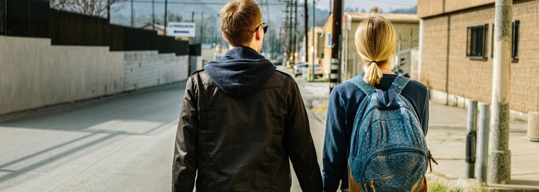 Občas se prostě stane, že i když jsi ve vztahu, padne ti do oka někdo jiný. Je to skutečně problém?
