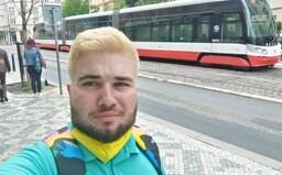 Objektofil Dominik: Každá sanitka mercedeska je moja milenka alebo manželka, mávame aj pravidelný sex (Rozhovor)