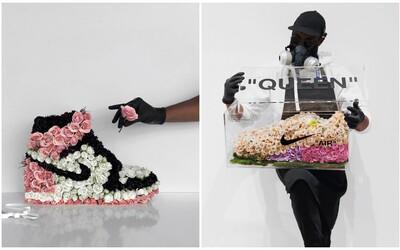 Oblíbené tenisky vytváří pomocí stovek květin. Díla talentovaného umělce si zamilovaly tisíce lidí