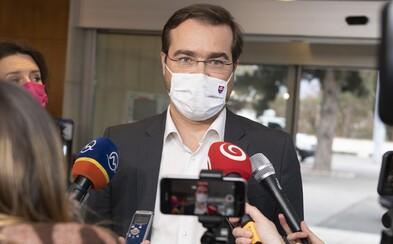 Obmedzenia zostávajú v súčasnej forme, situácia sa zhoršuje, tvrdí Marek Krajčí