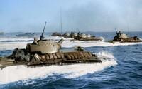 Obojživelné vozidlá či plameňomet. Fascinujúce zábery vojakov z druhej svetovej vojny, ktorým kolorizácia vdýchla nový život