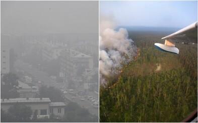 Obrovské požiare v Rusku vidno na satelitných záberoch a môžu urýchliť roztápanie Arktídy. Mestá v okolí pohlcuje čierny dym