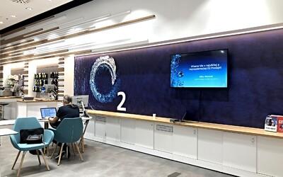 Obsluha ako nikde inde. O2 otvorilo modernú predajňu, kde si veci vybavíš aj úplne sám, za minimálnej pomoci asistenta