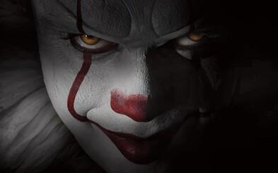 Očakávaná adaptácia kultového hororu It od Stephena Kinga sa predstavuje sériou fotografií, ktoré dokazujú, že o temnú atmosféru nebude núdza