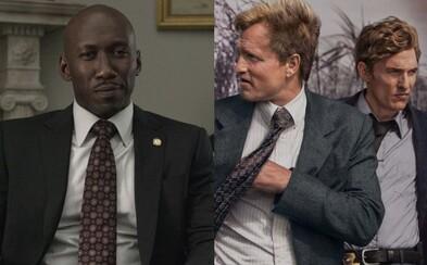 Očakávanú tretiu sériu skvelého True Detective oficiálne potvrdilo už aj HBO. Aký bude jej príbeh a kto sa postará o réžiu?