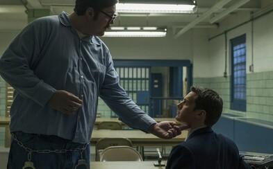Očakávaný seriál Mindhunter od famózneho Davida Finchera bude mať príchuť čierneho humoru, čo dokazuje aj neslušná ukážka