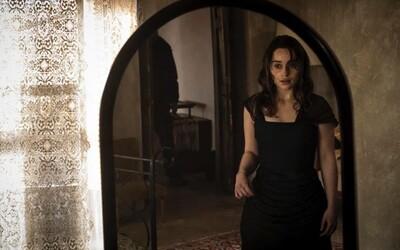 Očarujúca Emilia Clarke je zdravotnou sestričkou v izolovanom zámku, ktorý v sebe skrýva desivé tajomstvá