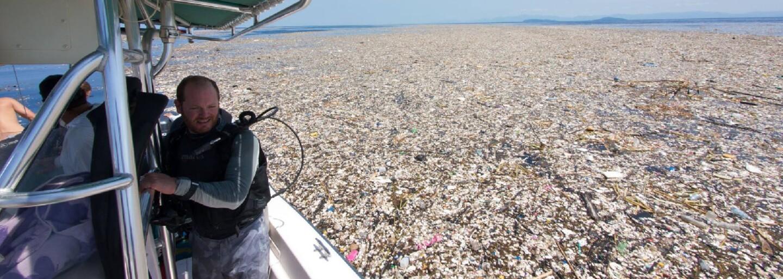 Oceány plné nechutného odpadu. Tuny plastových příborů, sáčků či igelitek ničí naši planetu