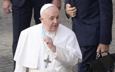 Ochranka pápeža musí dávať pozor aj na to, aby nezakopol. Bezpečnostný analytik prezradil, ako budú chrániť Svätého Otca