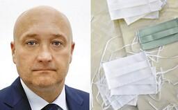 Ochranné rúška pre zdravotníkov dodáva aj funkcionár SNS. Redaktorom Trendu vulgárne vynadal