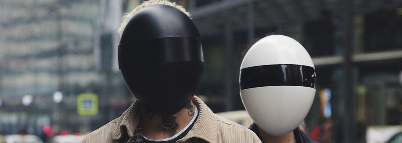 Ochranný štít proti koronaviru tě promění na člena Daft Punku