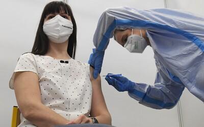Očkování proti covidu 55+: Kdy se otevře registrační systém a jak se přihlásit