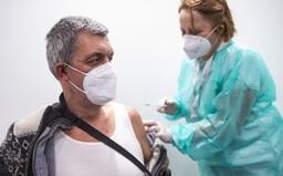 Očkovat proti koronaviru se nechá více než polovina Čechů. 33 % je zásadně proti, ukazují nová data